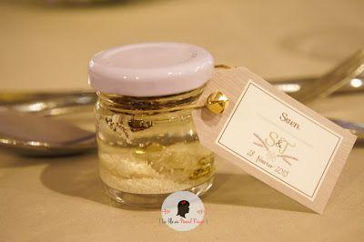 faire-part de mariage sur-mesure et décoration papeterie hiver flocon bois taupe cocooning marque-place