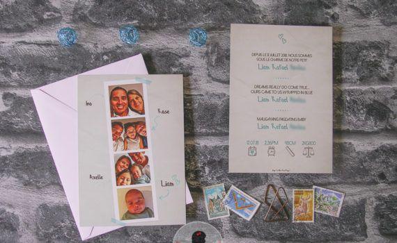 La fille au Nœud Rouge - faire-part naissance sur-mesure photomaton famille plusieurs langues manuscrit simple élégant