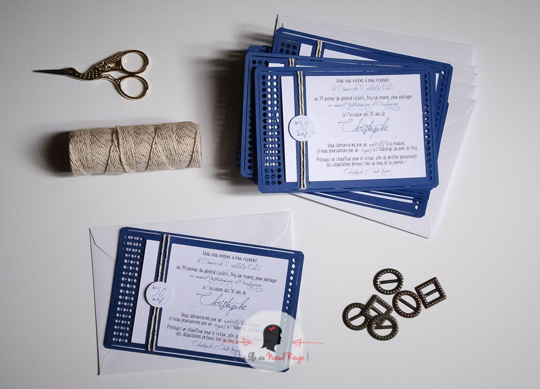 La fille au noeud rouge - invitation anniversaire design moderne bleu marine et or