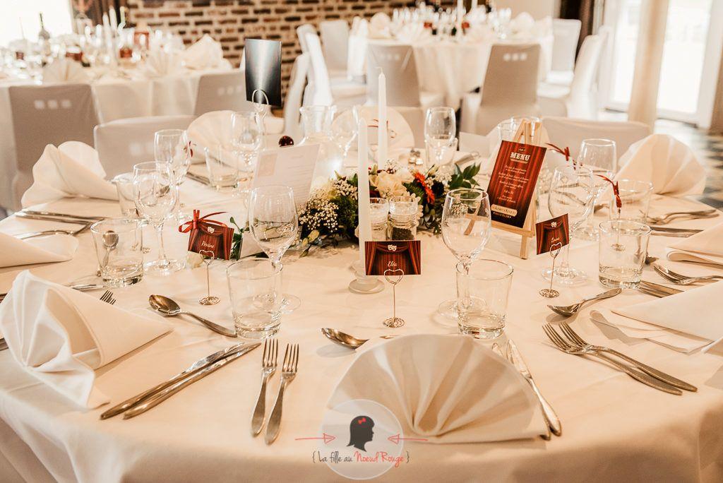 La fille au Nœud Rouge - décoration papeterie mariage théâtre rideaux planche menu marque-place personnalisé
