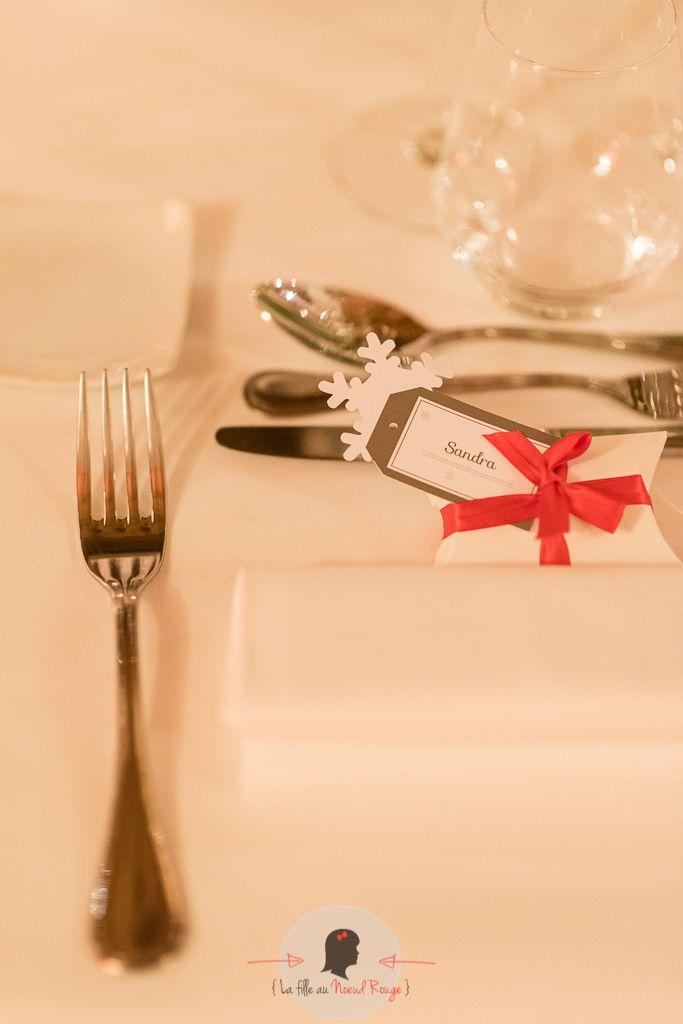 La fille au Nœud Rouge - décoration papeterie table mariage hiver flocon taupe marque-place