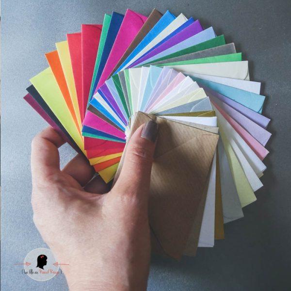 La fille au Noeud Rouge - atelier faire-part enveloppes couleurs