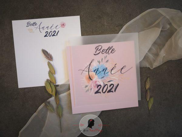La fille au Noeud Rouge - Carte de voeux 2021 fleurs végétal papier texturé papier claque