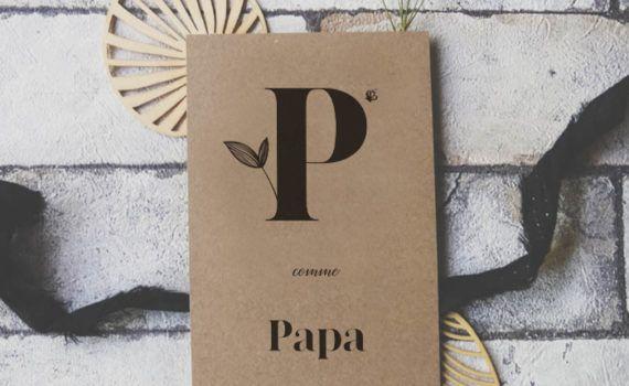 La fille au Noeud Rouge - Carte P comme Papa