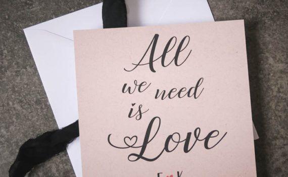 La fille au Noeud Rouge - Carte de la Saint Valentin kraft all we need is love