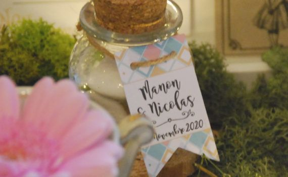 La fille au Noeud Rouge - Etiquette personnalisée cadeaux invités fanions mariage alice au pays des merveilles