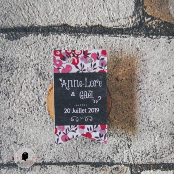 La fille au Noeud Rouge - Etiquette personnalisée cadeaux invités fanions mariage liberty ardoise