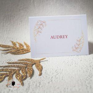 La fille au Noeud Rouge - Marque-place personnalisé mariage cavalier minimaliste blanc rouge doré