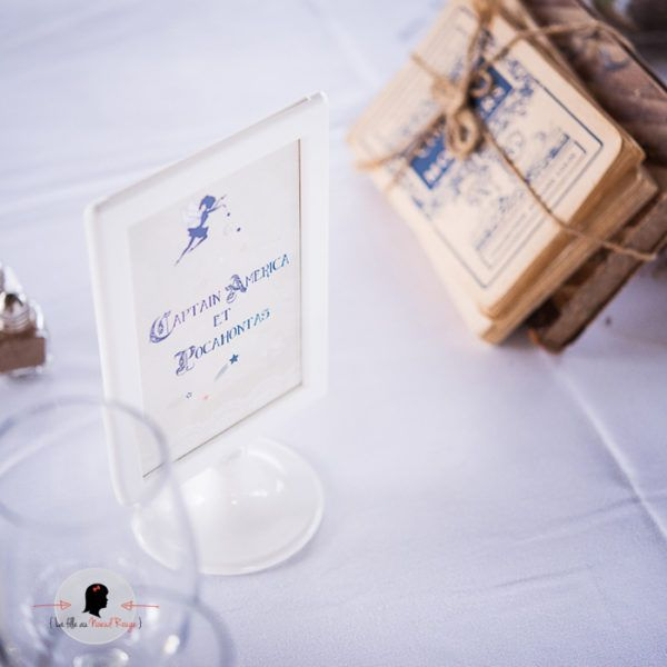 La fille au Noeud Rouge - Nom Numéro de table personnalisé rectangle mariage super héros disney vintage